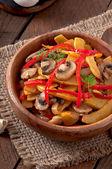 Sauteed mushrooms with pumpkin and sweet pepper — Zdjęcie stockowe