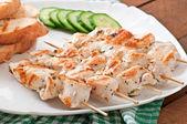 Chicken kebabs on skewers — Stock Photo