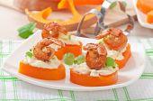 Shrimp and cream cheese on pumpkin hearts — Stock Photo