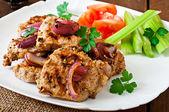 Sliced pork grilled with vegetables — Stock Photo