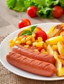 Sausage with fried potatoes and vegetables — Stock Photo