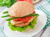 Sandwich with chicken burger and vegetables — Stok fotoğraf