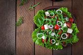Sallad med grönsaker, ost och kött — Stockfoto