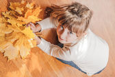 The girl with maple leaves — Stock Photo