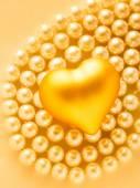 Golden heart on pearls — Stok fotoğraf
