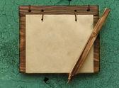Bloco de notas de papel com lápis — Fotografia Stock