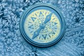 Vintage compass on snowflakes — Stock Photo