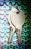 Twee chroom sleutels — Stockfoto
