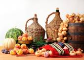 Onions, watermelon fruits and scales — Stockfoto
