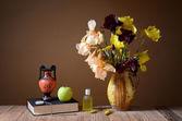 Yellow irises, amphorae, apple and book — Stock Photo