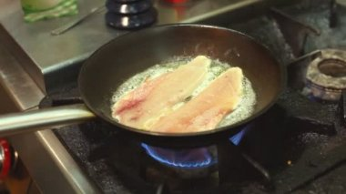 Fish frying in a pan — Stock Video