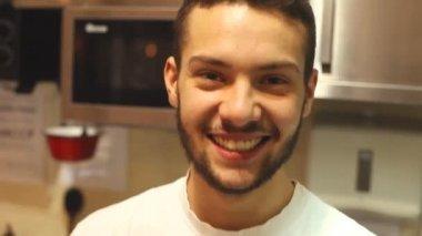 Chef smiling at camera — Стоковое видео