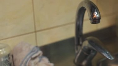 Dripping faucet in a kitchen — Vídeo stock