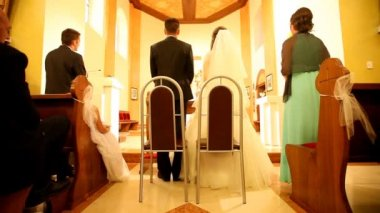 Couple standing in front of altar — Stock Video