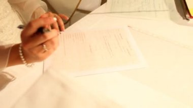 Bride signing her name on prenuptial agreement — Stock Video