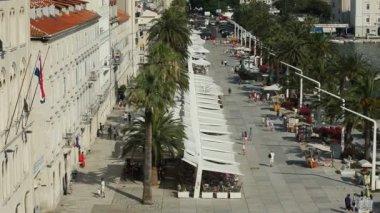 Touristes sur la promenade — Vidéo