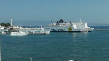 Cruiser and passenger ferry boats in harbour — Stock Video