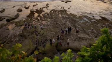 Pilgrims at Tanah Lot — Video Stock