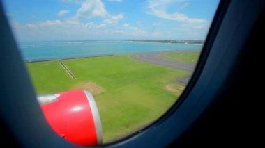 Aircraft landing at Bali airport — Stock Video