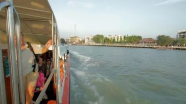 Transport boat on Chao Phraya river — Stock Video