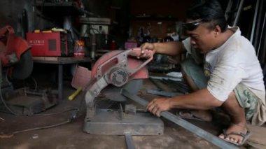 Man cutting metal in workshop — Video Stock