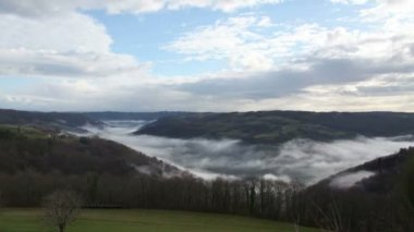 Mist over the dordogne valley — Stock Video