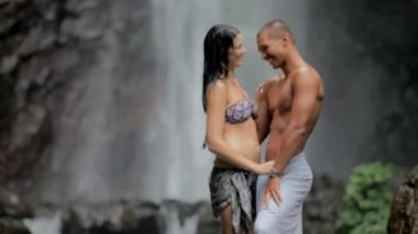 Couple enjoying the freshness of nature — Stock Video