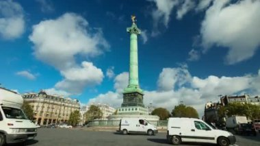 Traffic and clouds at Bastille monument — Stock Video