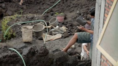 Working men on building site — Stock Video