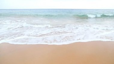 Waves washing over white sand — Stock Video