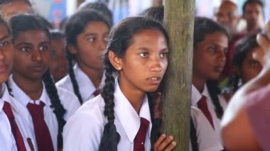 School girls visiting Kosgoda turtle hatchery — Stock Video