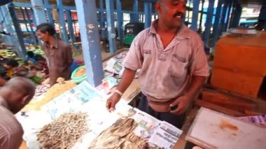 Man selling dried fish — Stock Video