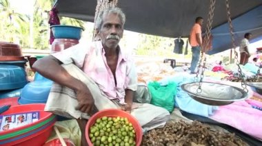 Man sitting and selling betel nuts — Stock Video