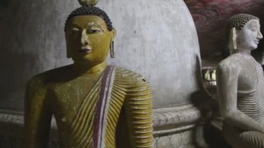 Sitting Buddhas at the Golden Temple — Stock Video