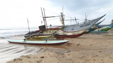 Wooden fishing boats on beach — Stock Video