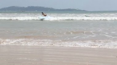 View of surfers in the ocean in Weligama — Stock Video