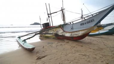 View of wooden fishing boats on beach — Stock Video