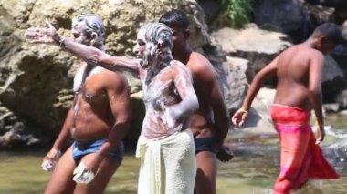 Men washing with soap in Ravana Falls — Stock Video