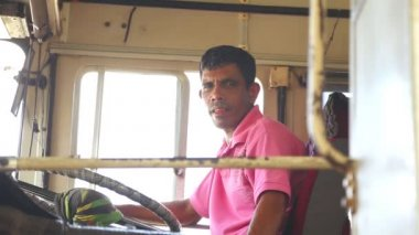 Local bus driver in a bus in Galle — Stock Video