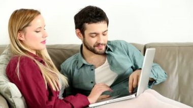Couple looking at laptop at home — Stock Video
