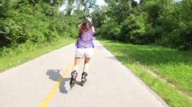 Young attractive woman rollerblading — Stock Video