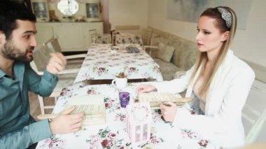 Couple in restaurant reading menu — Stock Video