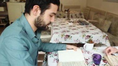 Couple in restaurant reading menu — Stockvideo