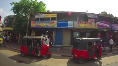 View of the Sri Lankan streets from moving vehicle. — Stock Video