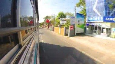 Driving bus through Sri Lankan streets. — Стоковое видео