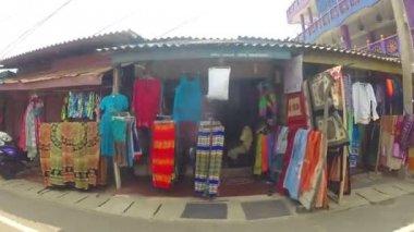 Colorful streets of Hikkaduwa — Stock Video