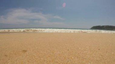 Waves washing onto tropical beach in Sri Lanka. — Stock Video