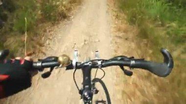 Man on bike on dirt track — Stock Video