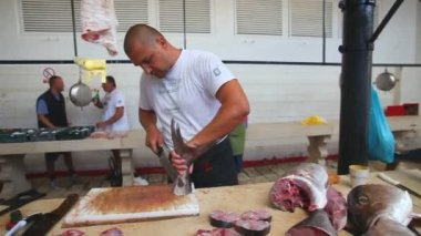 Fishmonger preparing fresh fish — Stock Video