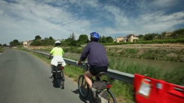 Retired couple cycling on road — Video Stock
